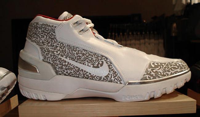 Nike,LeBron  你心中的最佳是哪一双?詹皇历年圣诞大战上脚回顾